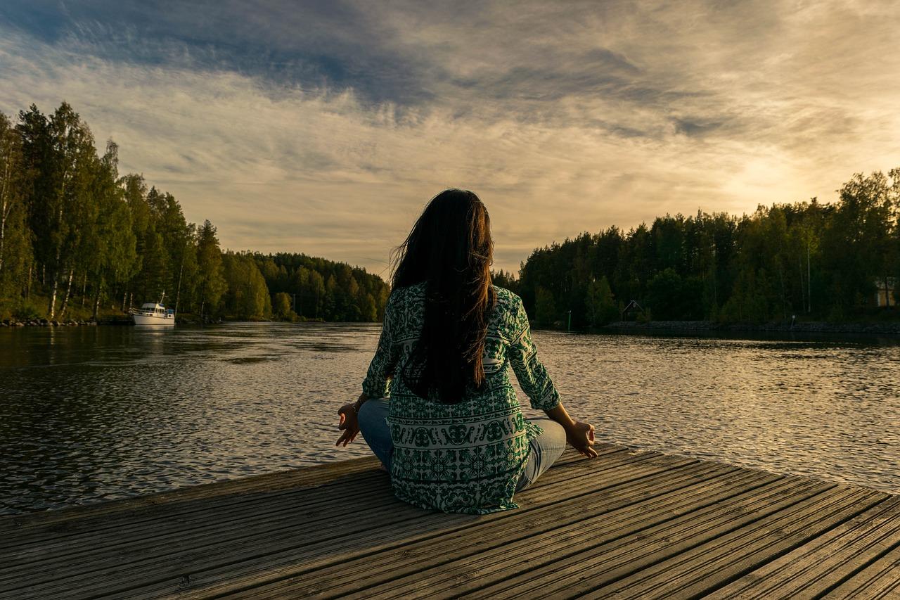 yoga 2176668 1280 - 姿勢が変われば人生変わる