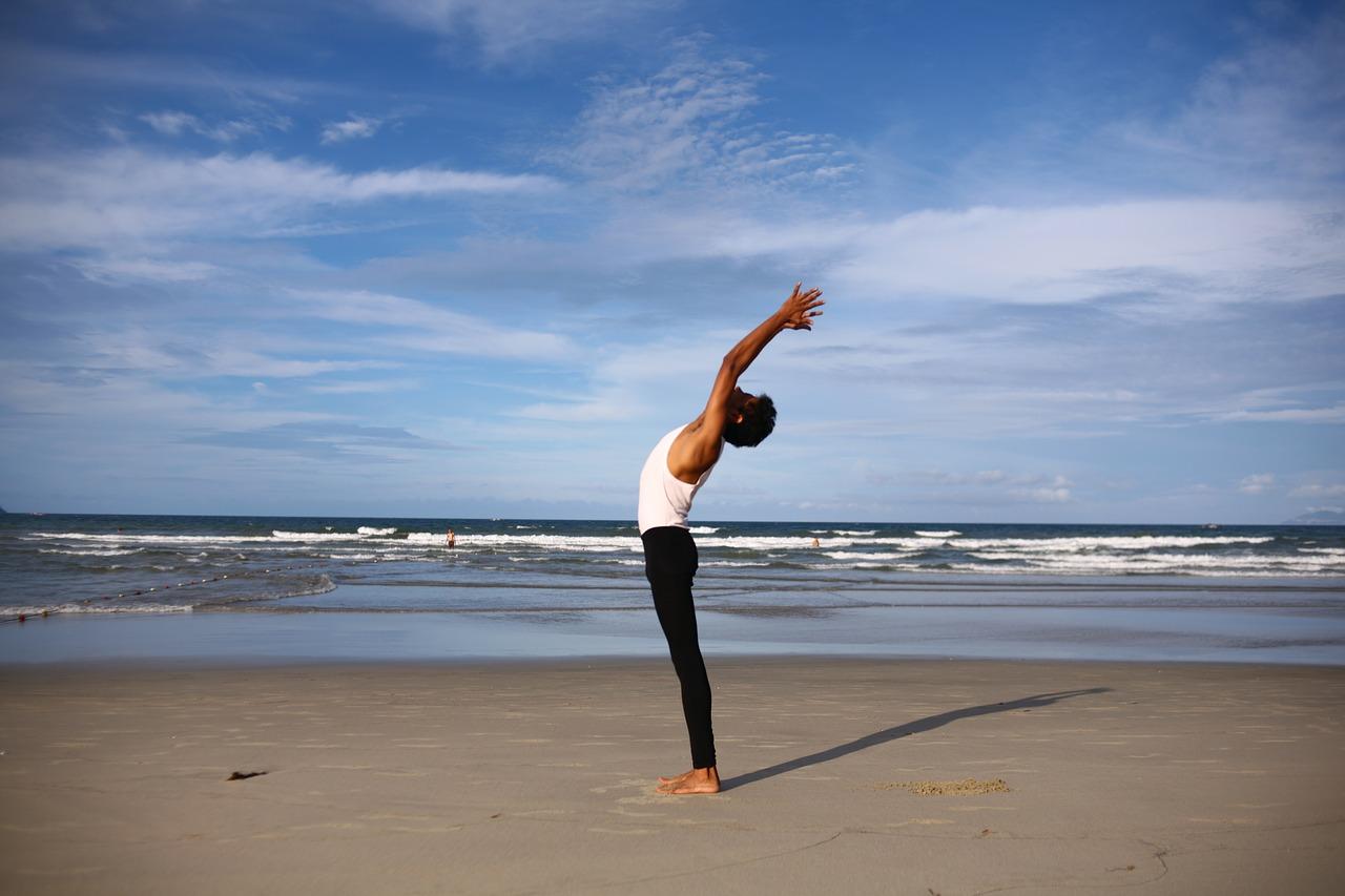yoga 2221598 1280 - ヨガを賢く知って美しく!